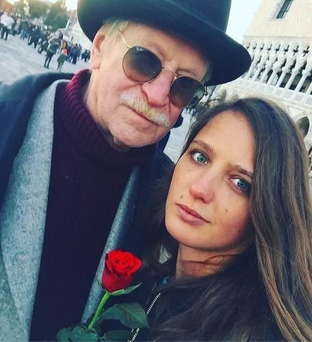 «Как две медведицы в одной берлоге»: 26-летняя жена Краско и его 58-летняя невестка не ладят друг с другом, проживая в одной квартире