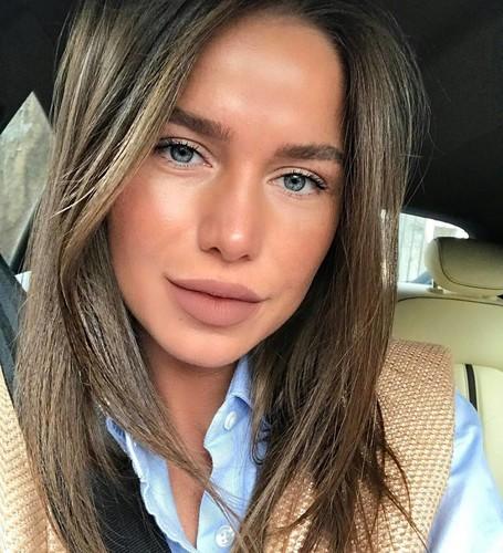 Читаем по губам! Woman.ru определяет, на сколько лет выглядят звезды, с помощью специального приложения