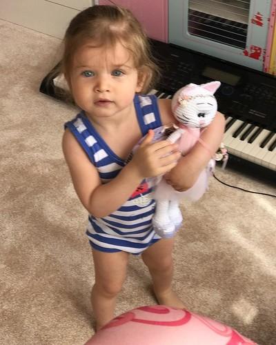 Бородина наконец-то позволила нам рассмотреть на фото лицо ее младшей дочери-красотки