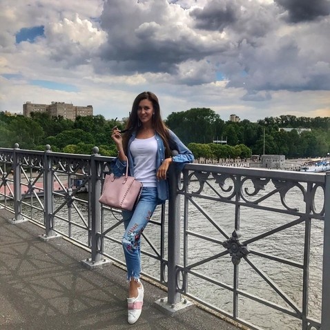 «Моя сестра — самоотверженный пахарь»: Анна Бузова встала на защиту Ольги