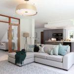 Светлая мягкая мебель: за и против