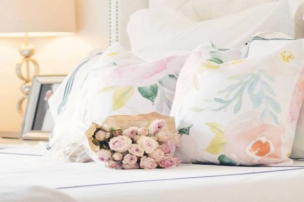 Прозрачный намек или акварельные узоры в спальне