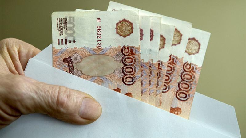 Большинство россиян уверены, что их зарплата не соответствует уровню образования