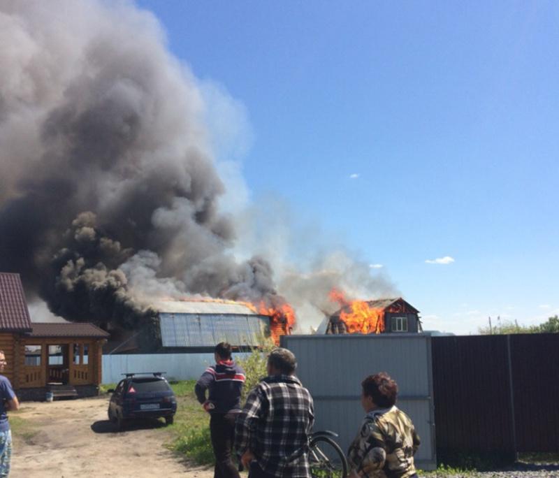 Тюменцы обнаружили два трупа в сгоревшем доме