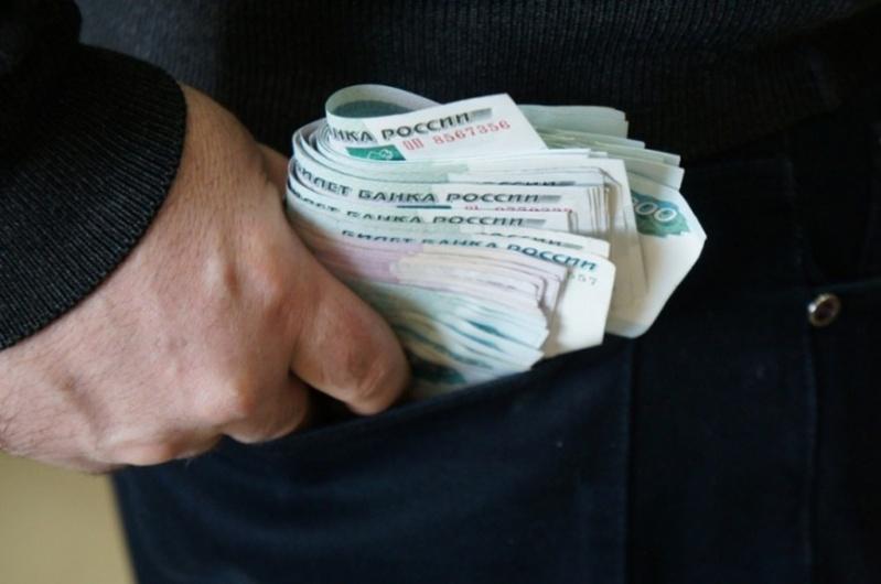 Тюменка потеряла все накопленные деньги из-за долгов парня подруги