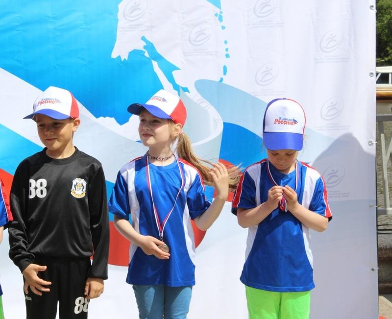 В День России на тюменской набережной наградили дошколят: фото