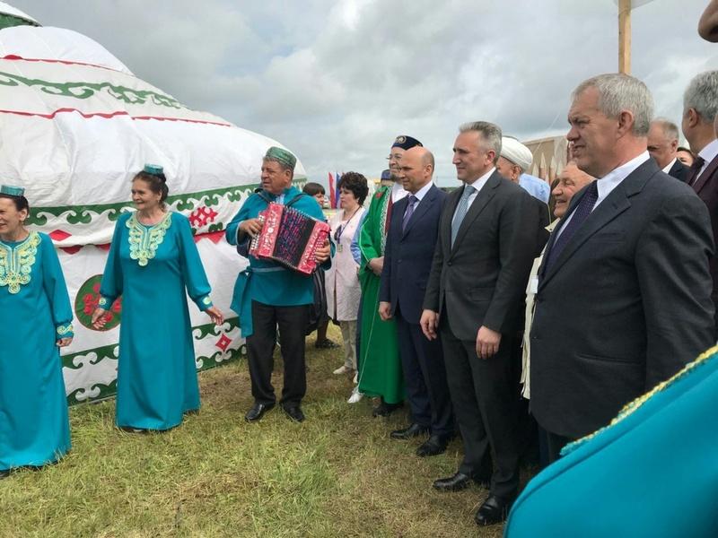 Александр Моор поздравил тюменских татар с праздником плуга и труда
