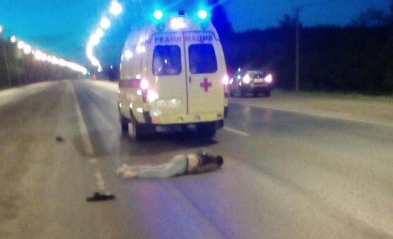 Под Тюменью молодой человек погиб на дороге