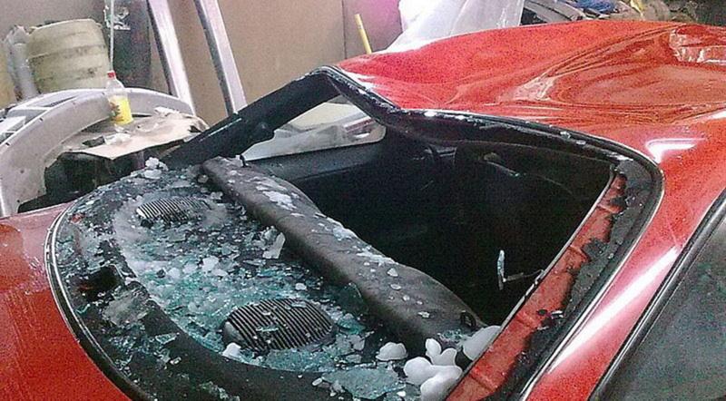 Возмещение ущерба: в Тюменской области мужчина судился из-за упавшей на машину кровли