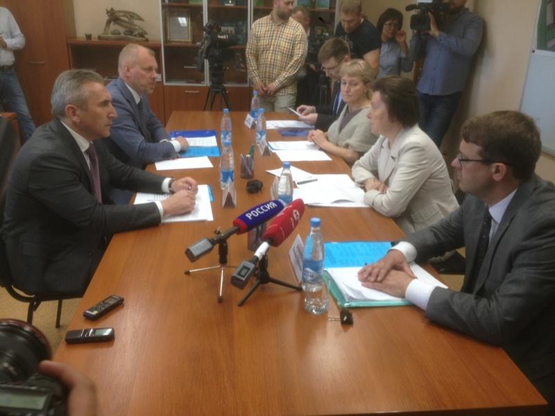 Александр Моор с тюменской делегацией прибыл в ХМАО с официальным визитом