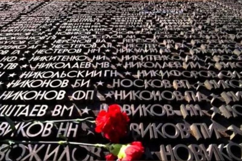 В День памяти и скорби Александр Моор пожелал землякам мирного неба