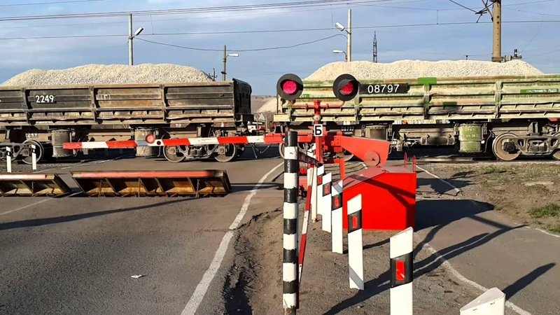 Водители грубо нарушают: в Тюменской области автомобилистам напомнят о безопасности на переездах