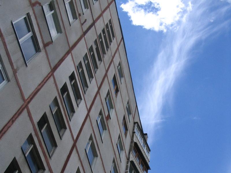 В Тюмени погиб мужчина, выпав из окна многоэтажки