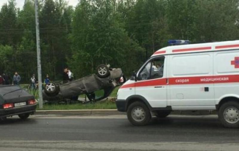 Устроил ДТП, снес пешеходов: в Югре из-за водителя легковушки серьезно пострадали люди
