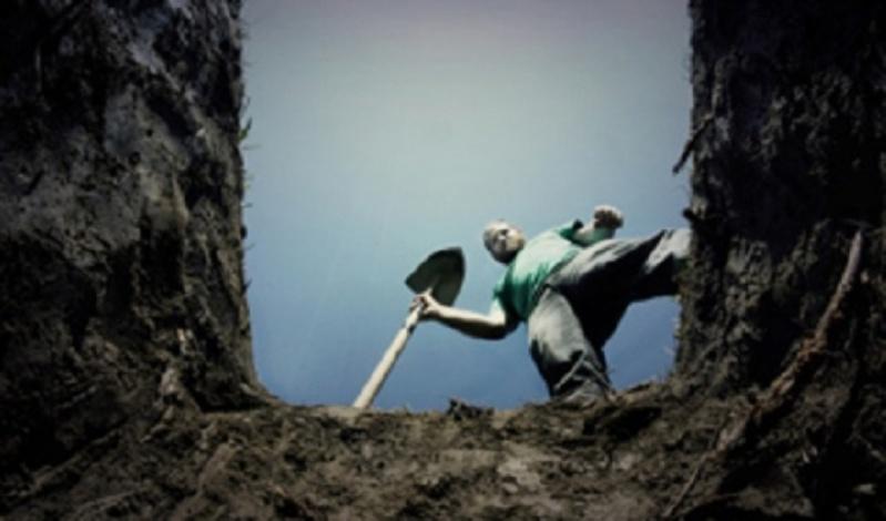 Двух югорчан жестоко убили и закопали на базе, где они работали