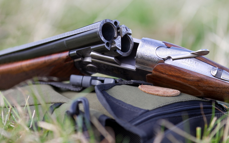 Случайно нажал на спусковой крючок: на Ямале мужчина смертельно ранил приятеля на болоте