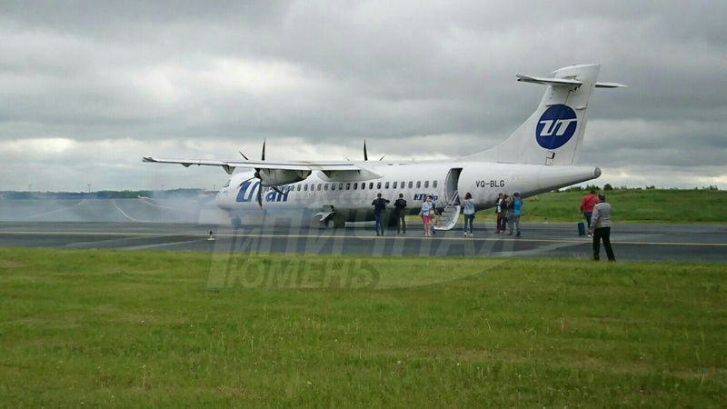 В тюменском аэропорту на взлете загорелось шасси самолета: опасность заметил пассажир
