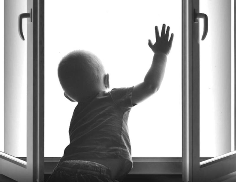 В Тюмени обсудят, как не допустить случаев падения детей из окон многоэтажек