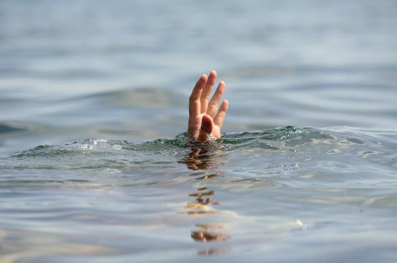 Югорский спасатель погиб, бросившись на помощь тонущим девочкам