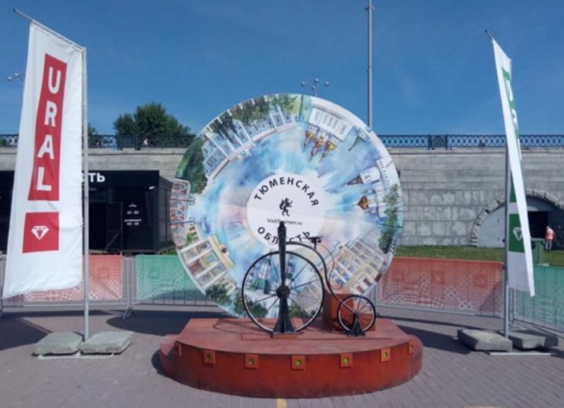 Тюменский арт-объект установили в Екатеринбурге для фанатов футбола