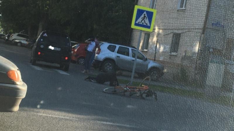 В Тюмени легковушка, поворачивая налево, сбила велосипедиста