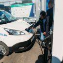 В Тюмени открыли новую зарядную станцию для электрокаров - фото