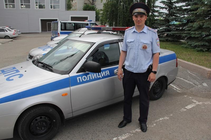 Тюменские автоинспекторы помогли водителю, у жены которого произошел острый приступ боли в желудке