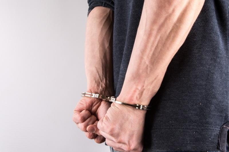 В Тюмени задержали мужчину, который проникал в чужие дома и офисы, забирая деньги и технику