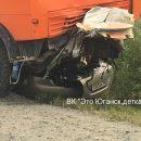 Иномарка ушла под КамАЗ: на северной трассе в ДТП погибли 3 человека - фото и видео