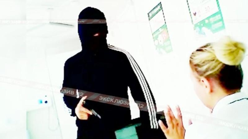 Галантный грабитель извинился перед женщиной и ограбил ее