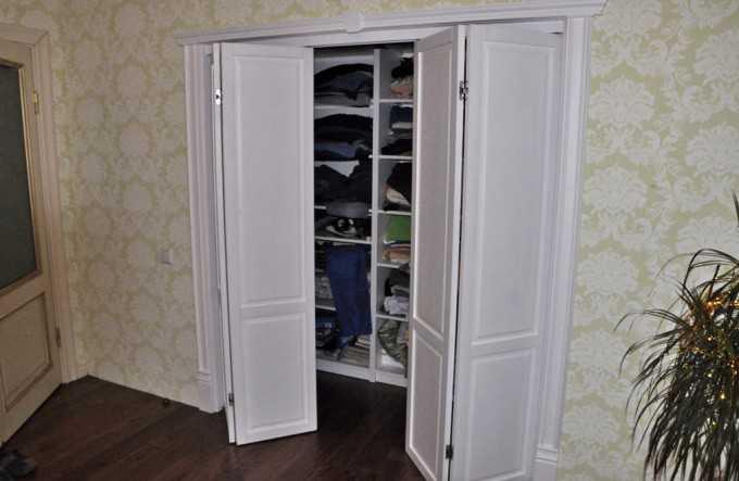 9 советов по выбору шкафа для одежды в гостиную