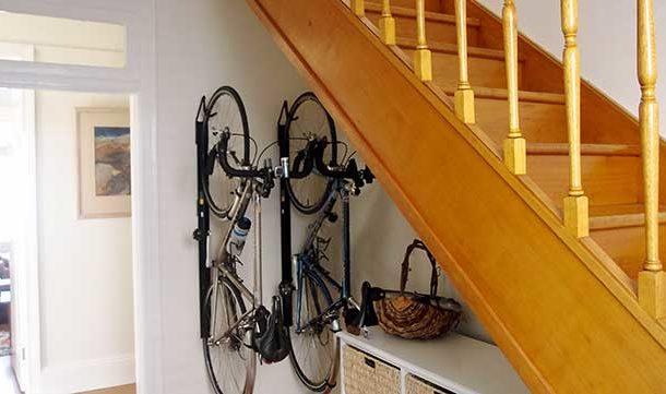 Оформление пространства под лестницей в доме: 22 идеи + фото