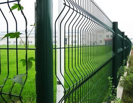 Забор из сварной сетки: 8 советов по выбору