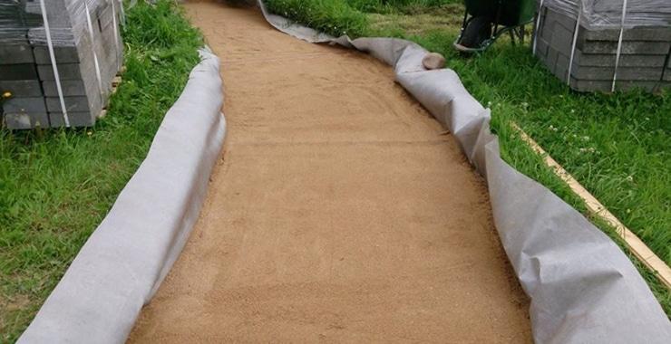 Геотекстиль для садовых дорожек: 5 советов по выбору и укладке