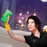 14 способов отмыть, почистить натяжной потолок